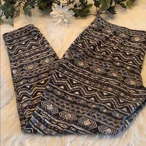 Plus size Aztec print leggings